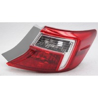OEM Toyota Camry Outer Right Passenger Side Tail Lamp 81550-06470 Lens Crack