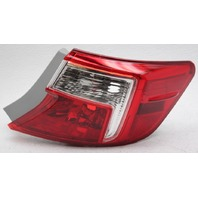 OEM Toyota Camry Outer Right Passenger Side Tail Lamp 81550-06470 Lens Chip