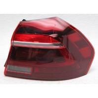 OEM Volkswagen Passat Outer Right Side Tail Lamp 56194-5208C Lens Crack
