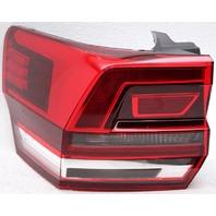 OEM Volkswagen Atlas Halogen Right Passenger Tail Lamp Lens Chip