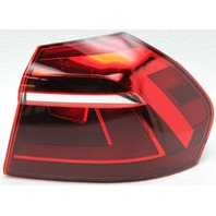 OEM Volkswagen Passat Right Tail Lamp Lens Crack 561945096P