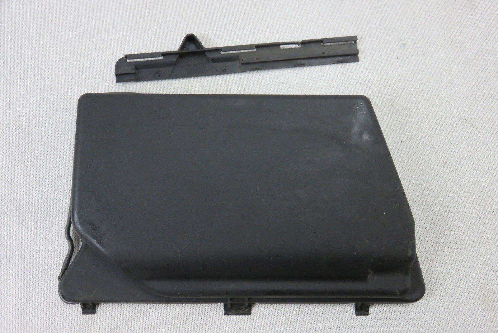 03 Mercedes R230 Sl55 Left Under Hood Fuse Box Cover 2305400082 S