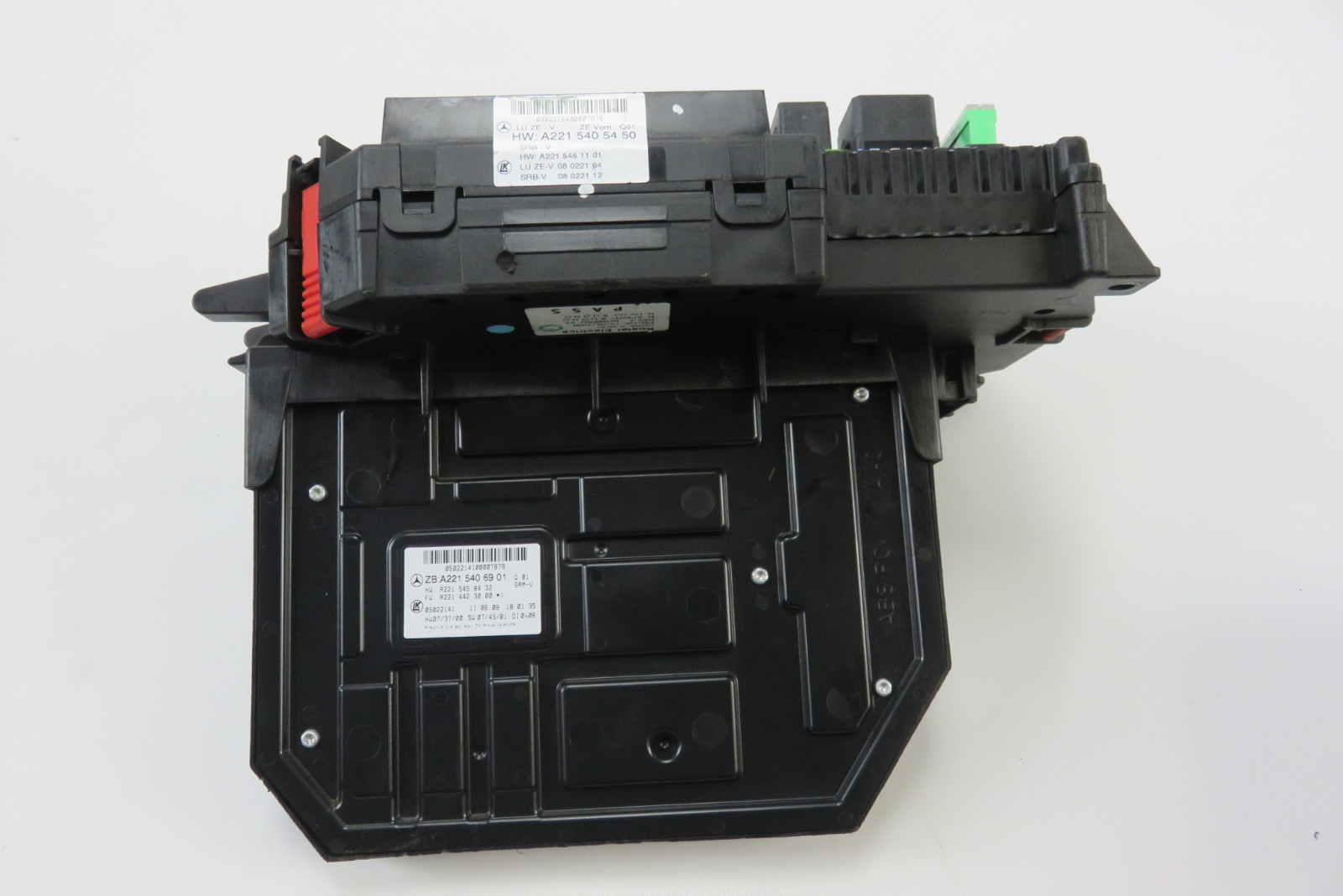 09 mercedes s63 w221 s550 fuse relay box sam module 2215405440 2215406901