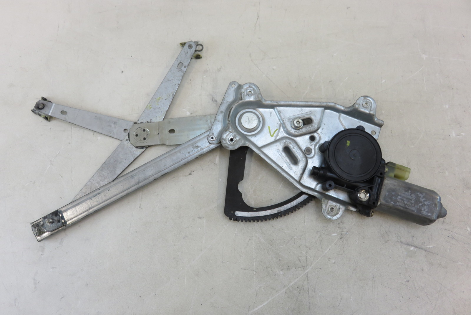 Jaguar xk8 x100 window motor and regulator left front for 2001 jaguar s type window regulator