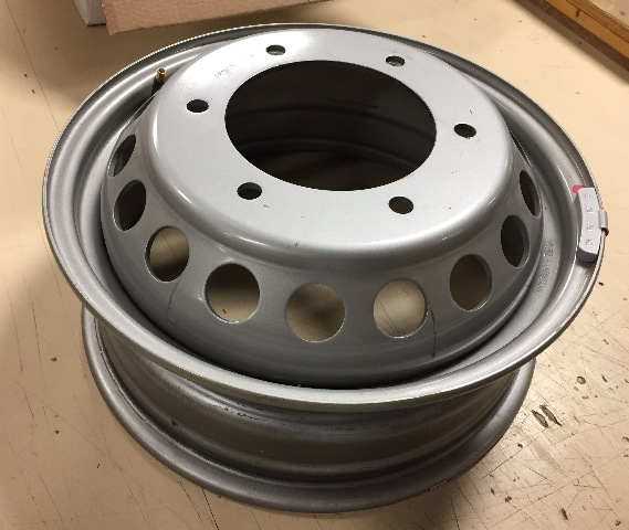 13 16 mercedes benz sprinter 3500 van 16x5 5 6 lug dually for Mercedes benz sprinter wheel covers