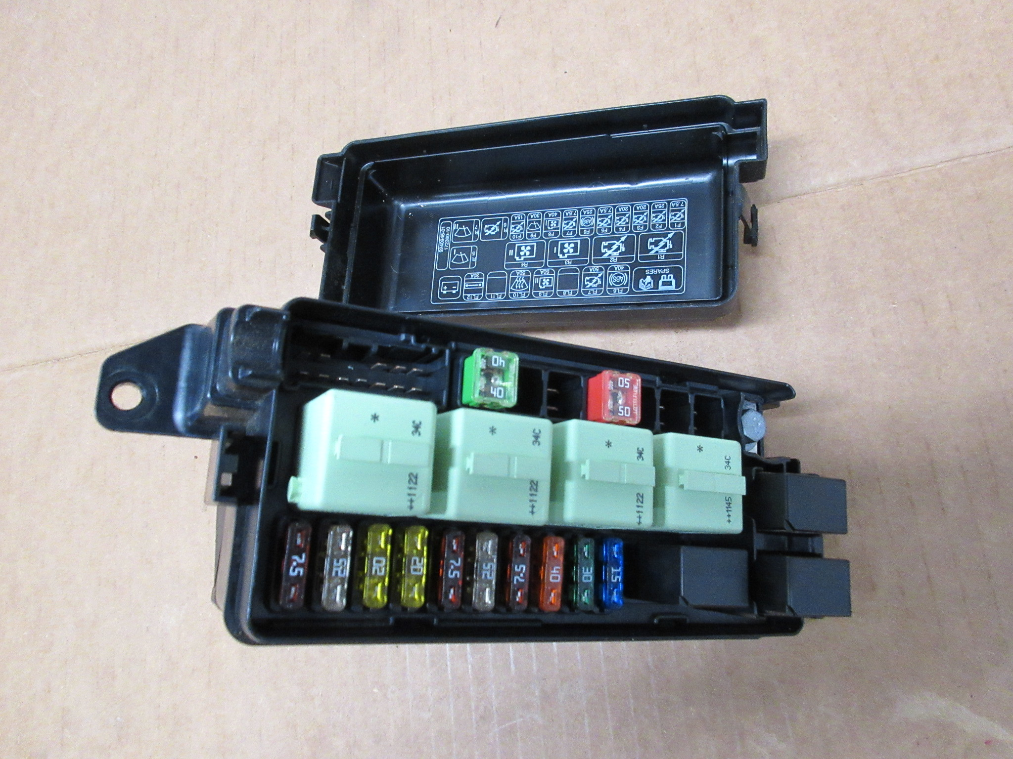 2012 Mini Cooper S R56  1027 Engine Bay Fuse  Relay Junction Box 9240943