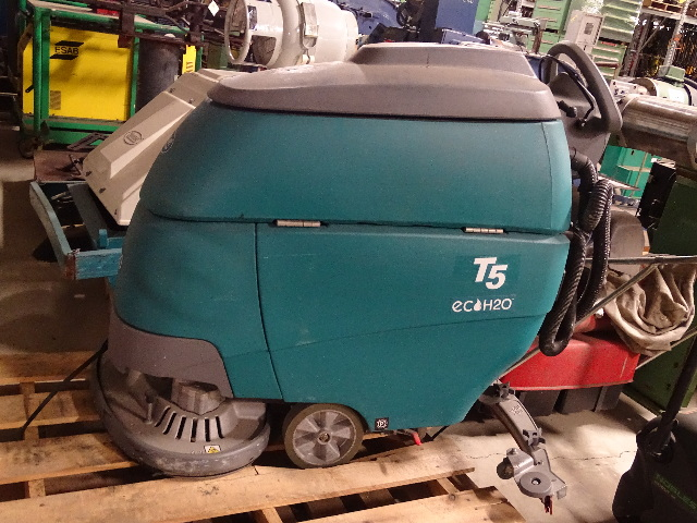 """Tennant 24"""" Disk Floor Scrubber, Traction Drive  , T5"""