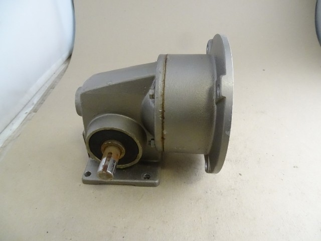 Nord Gear  Right Angle gear box Reducer 66:1 RPM 27 , 1S40 N56C