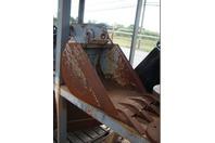 "18"" Excavator Bucket with Teeth 32mm x  6"""