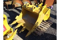 "30"" Mini Excavator Bucket, 50mm Pin,  8""between Ears, CAT307"