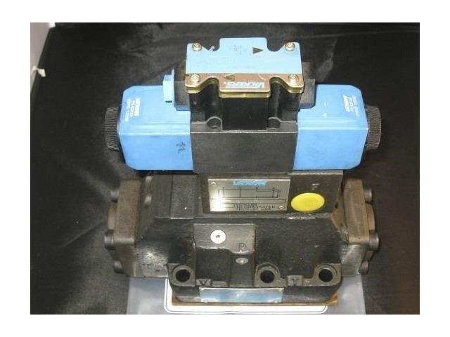 Vickers 4-way directional valve # DG5S-8-33C-T-K- M-FW-B6-40-EN 461 with 110 vac