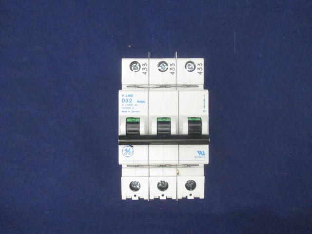 General Electric D32 32 amps Circuit Breaker