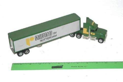 Ertl 1 64 Scale Semi Truck and Trailer 9200 881 New