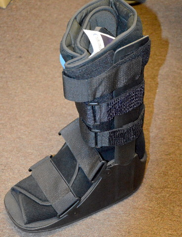 United Ortho Air Cam Walker-Fracture Boot, XL, Black.
