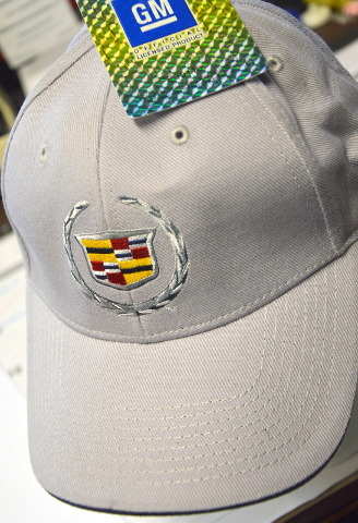 Cadillac cap with adjustable closure. E30110