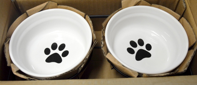 YHY Dual Dog Food Pet Bowls-Ceramic-White with paw prints in a wrought iron holder.