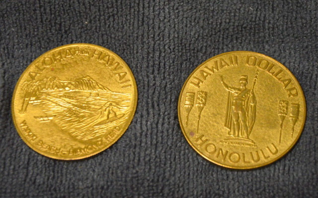 Aloha from Hawaii-Waikiki Beach Diamond Head Dollar Coin Honolulu. 2 Coins
