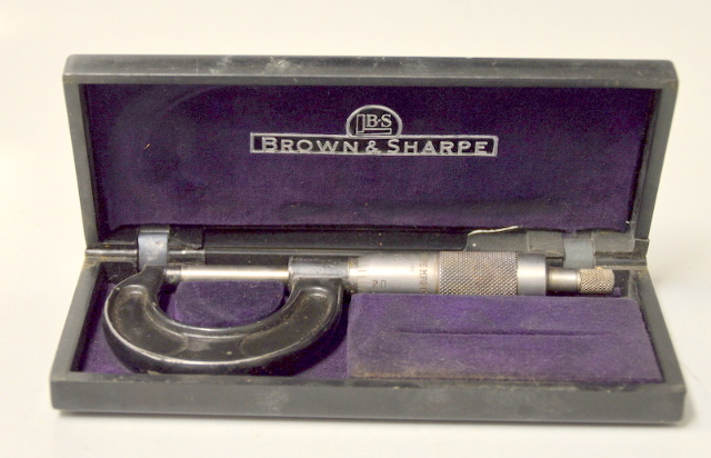 Vintage Brown  Sharpe Micrometer - Pre-owned but works - Plastic box.