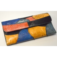 Ladies Reptile Wallet - Snap Closure, Outside zip pocket, Inside more pockets.