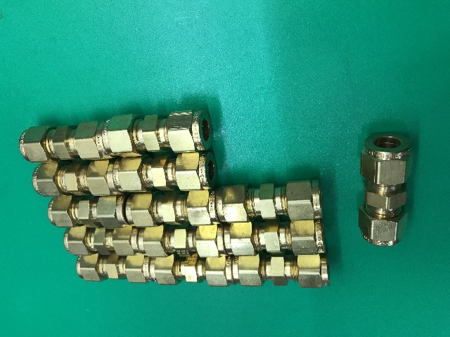 "Lot of 14-PARKER 6RU4-B 3/8"" x 1/4"" A-LOK Brass Reducing Union"