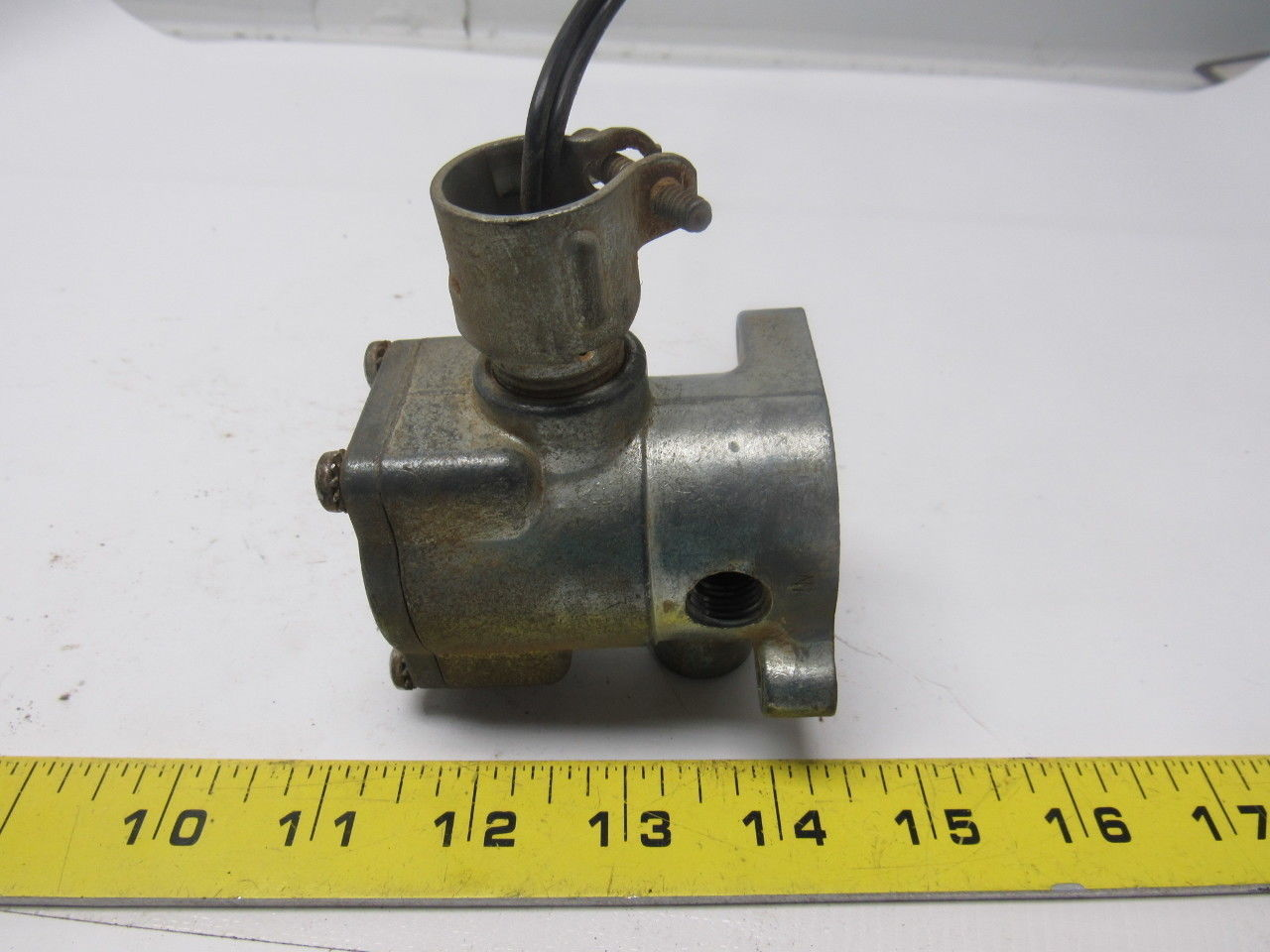 "Schrader Bellows - K055 1037 Pilot valve line mount 115V 2-way NC 1/8"" ports"