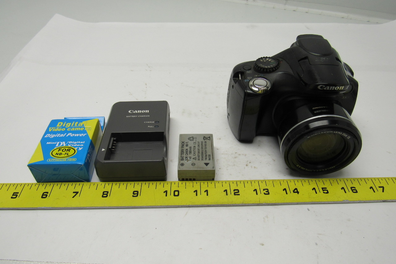 Canon PowerShot SX30 IS 14.1 MP Digital Camera Black 35 X Zoom Charger Batteries