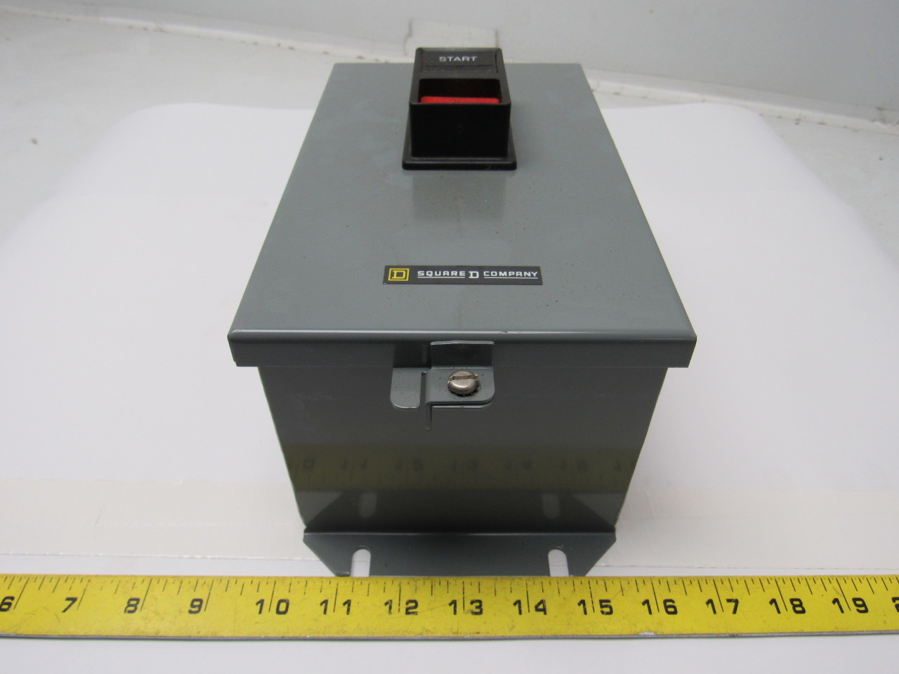 Square D 2510 MBA1 Series C AC Manual Starter Size M0 1 Phase 2 Pole