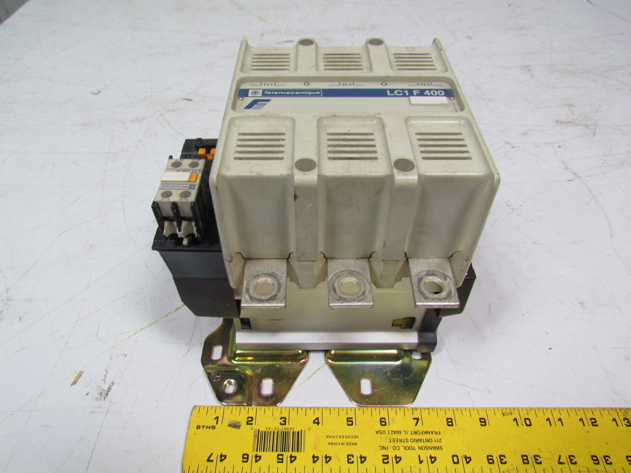 Telemecanique LC1F400 Contactor 3 Pole 600V A.C. 420 Amp 120V coil vented cover
