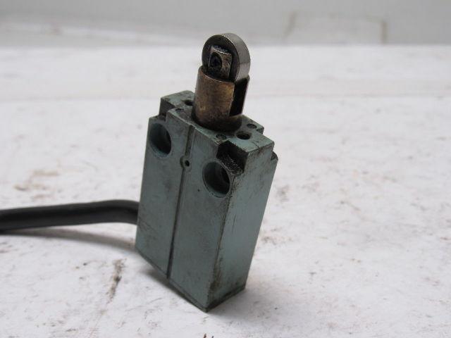 Telemecanique XCM A102 Roller Plunger Limit Switch 240V