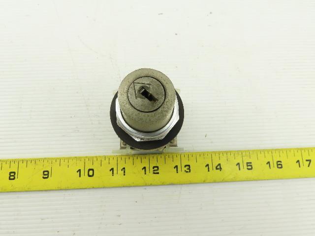 Allen Bradley 800T-J44KC7 3 Position Lock Switch W/Contact NO KEY