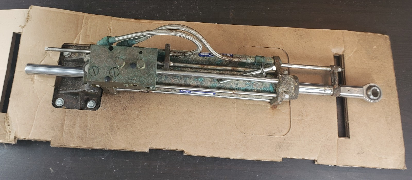 9SC200-9 HC5801 SeaStar Hydraulic Steering Cylinder FOR PARTS OR REPAIR