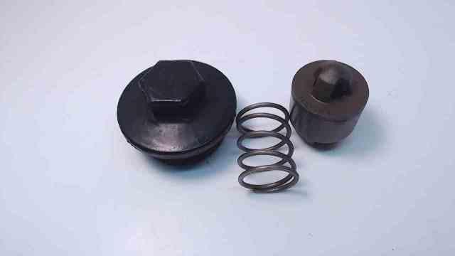 JOHNSON EVINRUDE 40 45 50 55 90 115 150 175 HP Thermostat Cover 332944 V4 V6