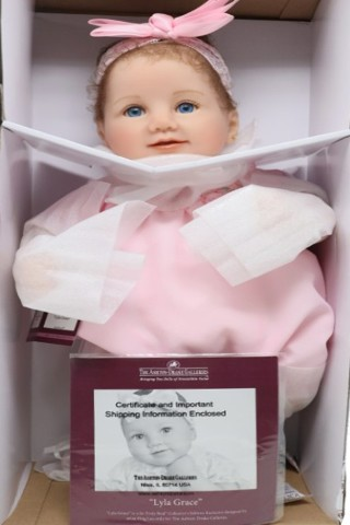 ASHTON DRAKE 03-02154-005 LYLA GRACE BABY DOLL