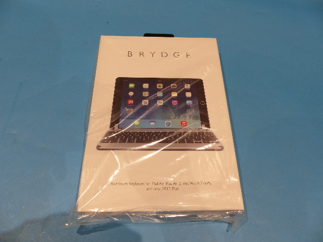 BRYDGE BRY1012 9.7 SPACE GRAY BLUETOOTH KEYBOARD FOR IPAD