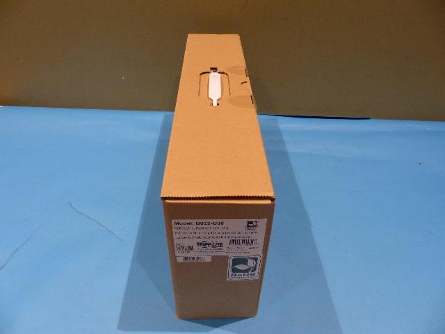 TRIPP LITE B022-U08 8 PORT RACK MOUNT USB KVM SWITCH DISPLAY & CABLES