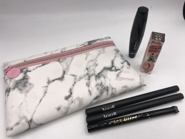 IPSY GLAM BAG AND 5 PC ASSOTED EYEMAKEUP