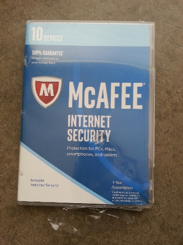 MCAFEE INTERNET SECURITY 2017 10 DEVICES 1 YEAR NEW / DAMAGED CASE