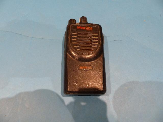 MOTOROLA MAG ONE BPR40 450/470MHZ UHF 16 CHANNEL TWO WAY RADIO