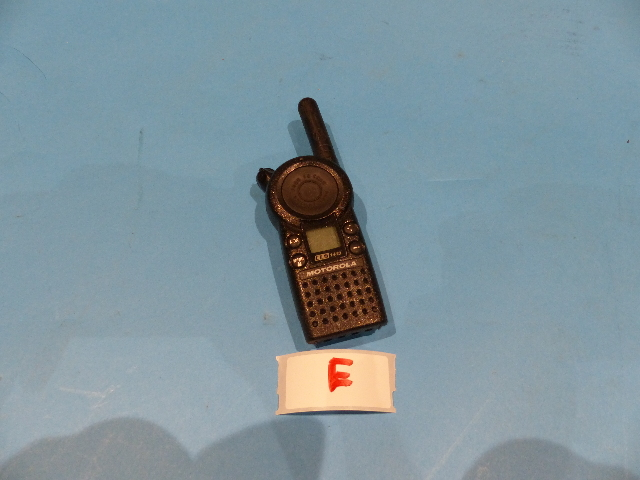 MOTOROLA CLS1413 TWO-WAY RADIO W/ BATTERY  NO BACK COVER