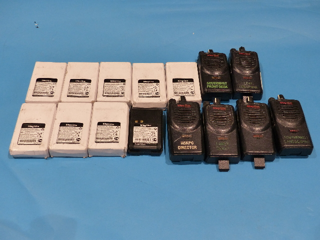 LOT OF 6* MAG ONE TWO WAY RADIO W/ 9* MAG ONE 7.2 V NICKEL BATTERY