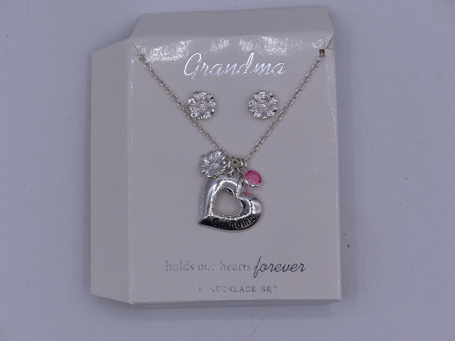 """GRANDMA PENDENT NECKLACES HOLDS OUR HEARTS FOREVER 18"""" SET"""