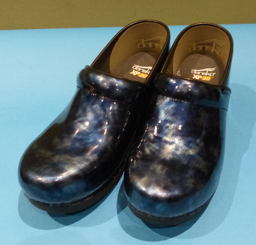 DANSKO XP 2.0 MARBLED PATENT BLUE US WOMEN 9.5 EU 40 CLOGS