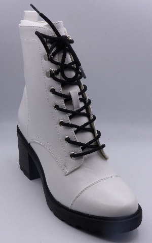 JUST FAB SYD WHITE US WOMEN 8 ANKLE BOOTIES