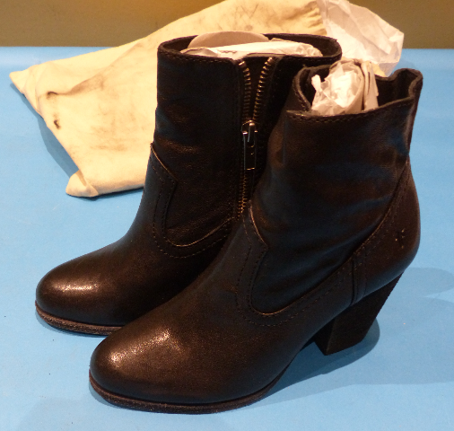 FRYE ESSA SEAM BLACK US WOMEN 5.5 HEELED BOOTIES