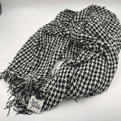 JUST JAMIE HOUNDSTOOTH BLACK AND WHITE SCARF