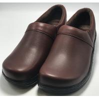 KLOGS FOOTWEAR MISSION SZ 10 MEDIUM MUSTANG SLIP RESISTANT NURSING CLOG