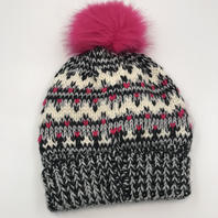 BP PINK POM POM GREY BLACK PINK WHITE BEANIE