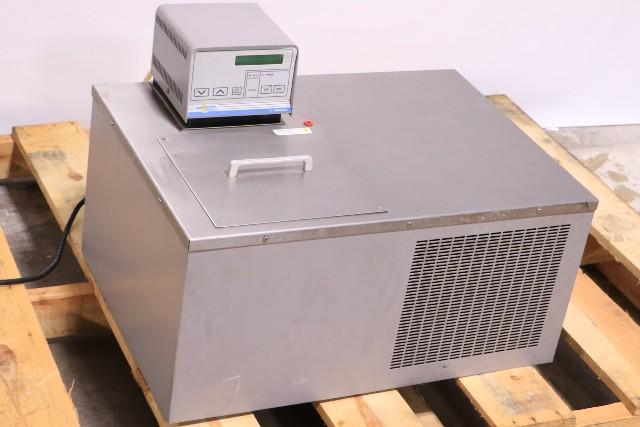 VWR 1186 REFRIGERATED HEATING CIRCULATING BATH  -25°C 28 LITER