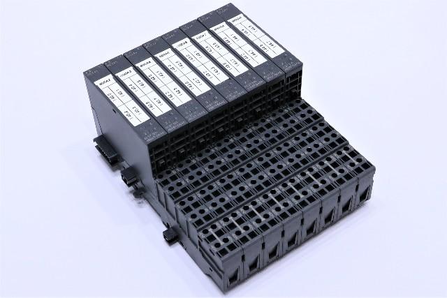 * LOT OF (8) SIEMENS 6ES7 131-4BD01-0AA0 W/ TM-E15C26-A1 BLOCK