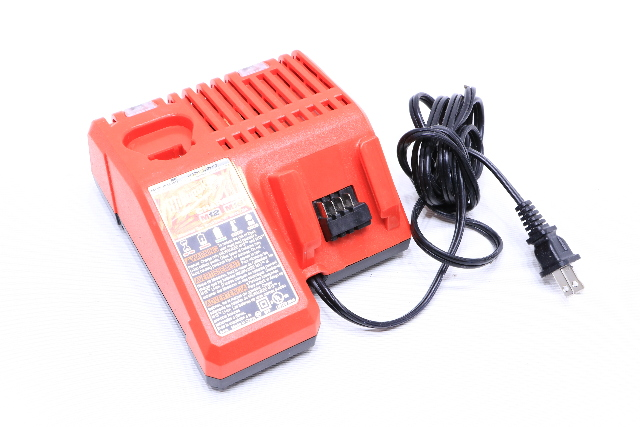 MILWAUKEE POWER TOOLS 48-59-1812 12V/18V MULTI-VOLTAGE CHARGER